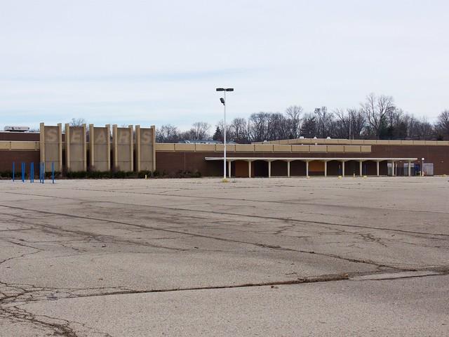 Former Salem Mall Sears