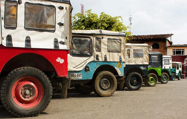 Imagen de Jeep Willys Parqueados en la Plaza Bolívar