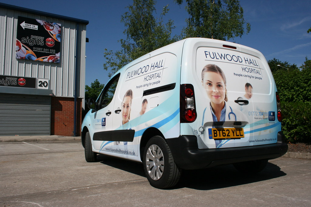 Full digitally printed vehicle wrap including roof