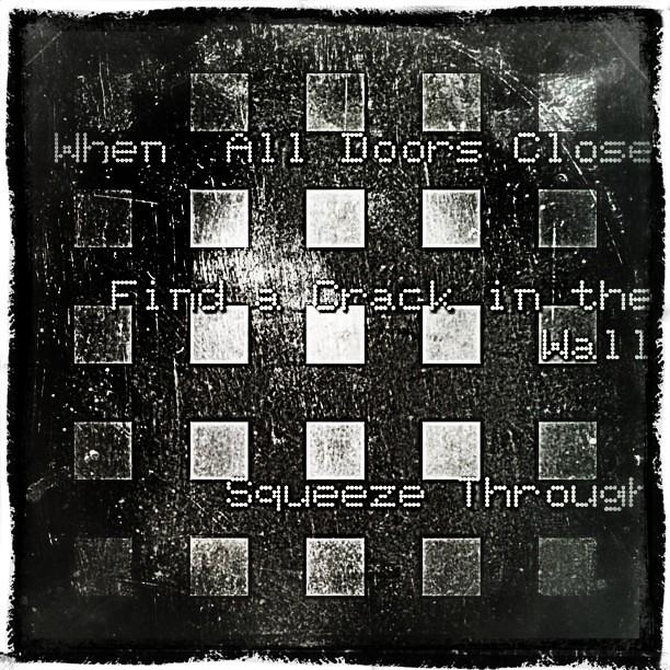 capic #sbapix #doors #crack #squeeze #persistence #closed