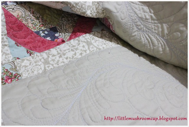 Feather Free motion quilting