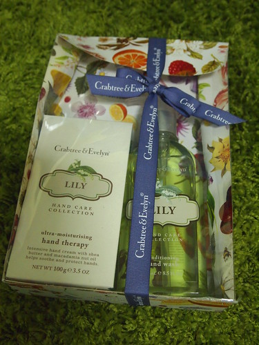 Singapore Beauty Blog, Singapore Beauty Bloggers, Singapore Lifestyle Blog, nadnut, Crabtree & Evelyn, Crabtree & Evelyn Sunset Meadow, Crabtree & Evelyn Lily Hand Care
