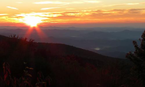 sunrise landscape northcarolina blueridgeparkway westernnorthcarolina linncoveviaduct southernappalachians canonpowershotsx40hs