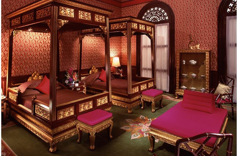 bangkok-heritage-authors-suites-bedroom (1).jpg