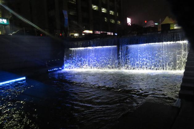 清溪川前小瀑布