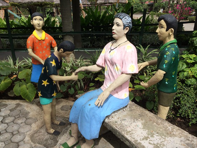 Mano Filipino tradition statue