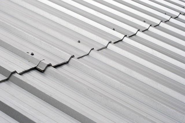 Penutup atap metal bergelombang