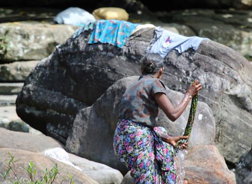 srilanka people washtime kambarawa ganga kambarawaganga clothes woman washing river