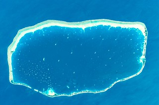 Like swimming pools, in the middle of the Pacific, the atolls of French Polynesia