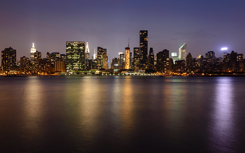 nyc newyorkcity longexposure light sky usa newyork water skyline night reflections cityscape skyscrapers unitedstates manhattan unitedstatesofamerica himmel midtown stadt eastriver northamerica chryslerbuilding fluss lichter hochhaus reflektionen