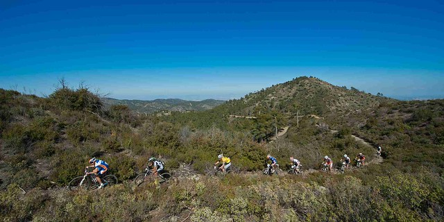 LeadingGroup_Singletrail_sideview_landscape