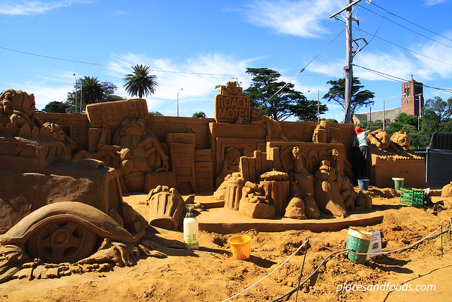 frankston sand sculpting roach motel