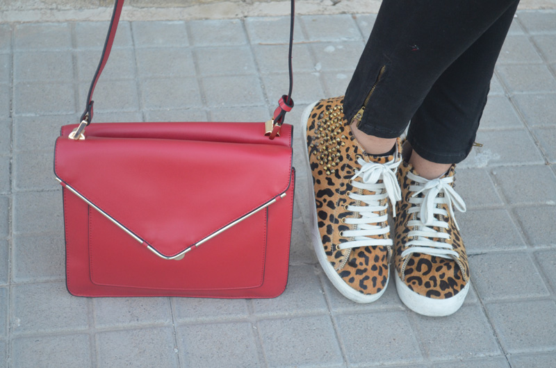 florencia blog total black look red boz bag print sneakers