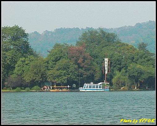 杭州 西湖 (其他景點) - 375 (西湖 湖上遊 往湖心亭 背景是阮公墩)
