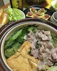 お米を飲む会 #豚バラキャベツ鍋🍲 #豆腐チーズ入りメンチカツ #生ハムきゅうりチーズクラッカー #一代弥山スパークリング #🍶 #中国醸造株式会社