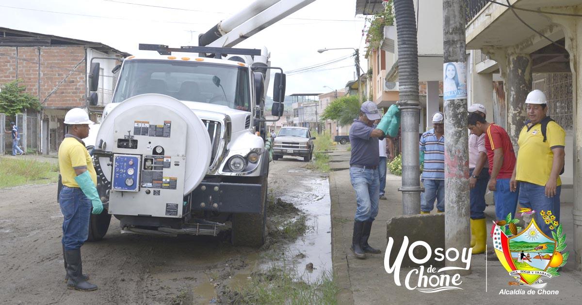 Aguas del Chuno realiza limpiezas de cajetines de aguas lluvias y servidas