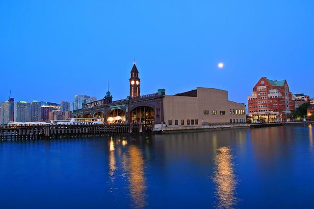 Moon Over Hoboken, Canon EOS 70D, Sigma 17-70mm f/2.8-4.5 DC Macro