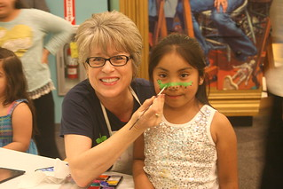 Face painting at Día del los Niños