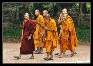 Siem Reap K - Angkor wat monk pilgrim