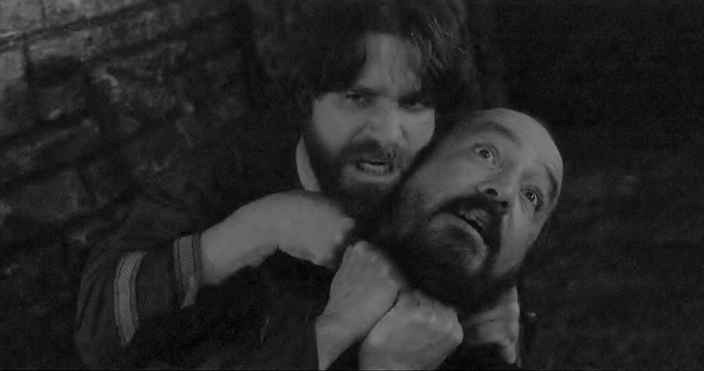 Oswald strangles the guard Alexander Barnett film Shakespeare Lear