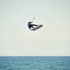 beaches' kite surfer