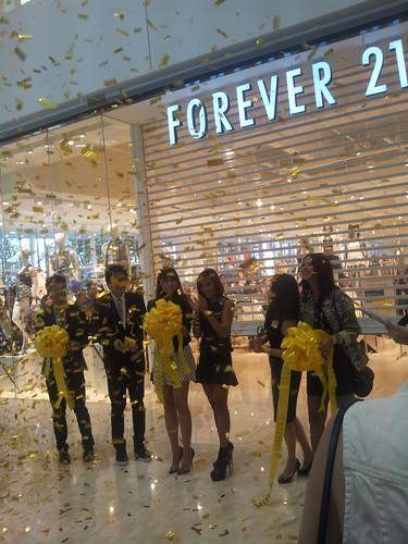 Forever 21 Aura opening