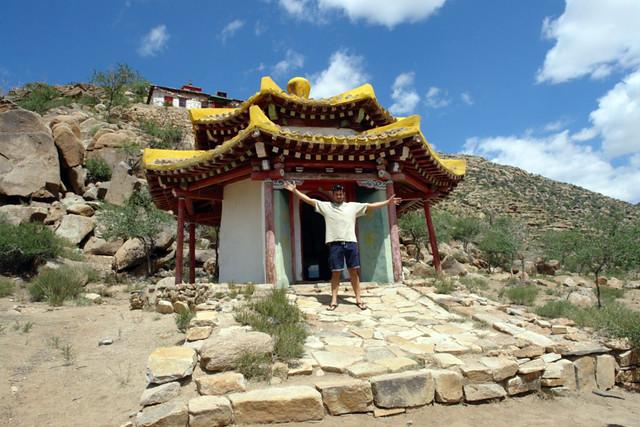 Uno de los pequeños templos sagrados dedicados a la protección espiritual de las montañas de Altai y las dunas Mongol Els El entorno sagrado de las dunas Mongol Els de Mongolia - 9058967606 c761e029da z - El entorno sagrado de las dunas Mongol Els de Mongolia