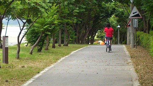 妹妹騎單車@八里左岸