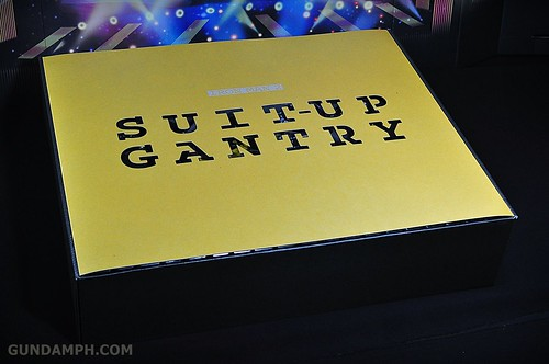 Hot Toys Iron Man 2 - Suit-Up Gantry with Mk IV Review MMS160 Unboxing - day3 (1)