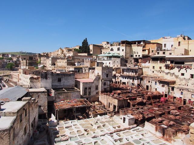 Fes古城的皮革染紡