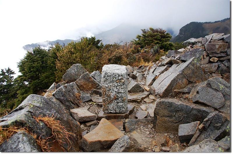 池有山三等三角點(# 6317 Elev. 3303 m) 1