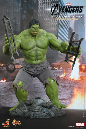 Hot-Toys-The-Avengers-Bruce-Banner-and-Hulk-Collectible-Figures-Set-Regional-Premium-Edition_PR1