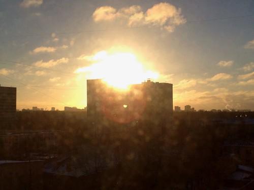 city winter light sky sun sunlight blur sol mañana window sunshine clouds sunrise focus cityscape shine bokeh moscow down invierno rise bliss día salidas domingo sesiones iphone defocus moscú 2013