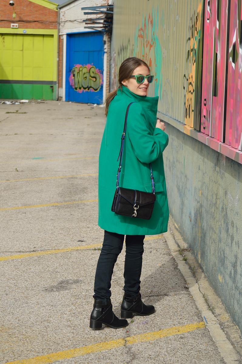 lara-vazquez-madlula-blog-green-coat-shades-streetstyle-fashion-rebecca-minkoff