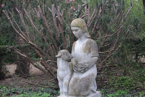 Mädchen mit Schaf