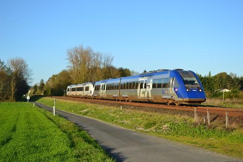 🇫🇷 SNCF X TER X 72614 + X 72678 te Razac-sur-l'Isle