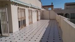 Grandiosa terraza de 70 m2 muy soleada, todo exterior, al lado de la playa y cerca de todos los servicios. Solicite más información a su inmobiliaria de confianza en Benidorm  www.inmobiliariabenidorm.com