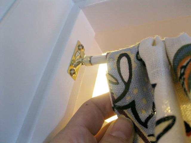 close-up curtain rod