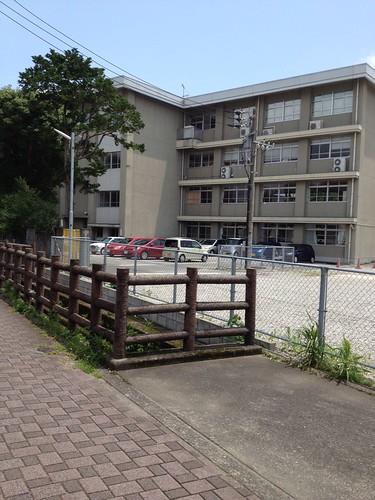 西高校の隣 by haruhiko_iyota