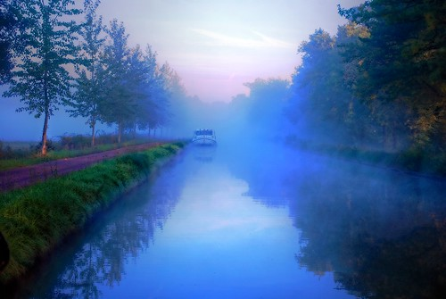 Awakening on the Canal du Nivernais
