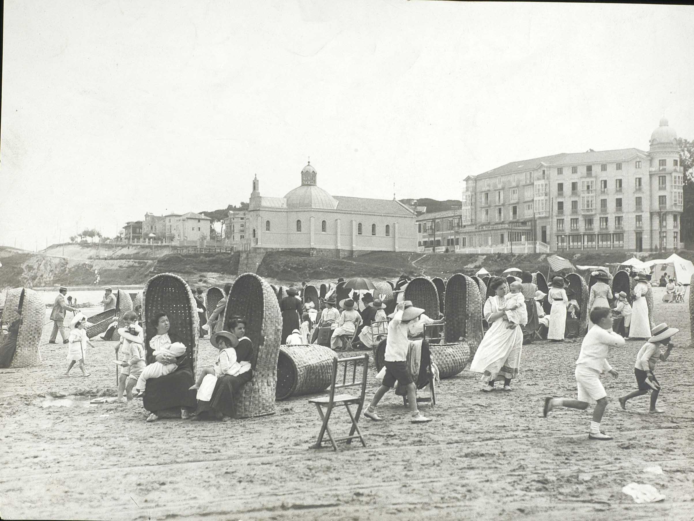 Playa de Santander, años 20. Autora, Teresa Avellanosa