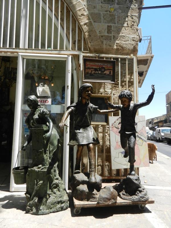 Блошинный рынок Яффо. Статуи на продажу