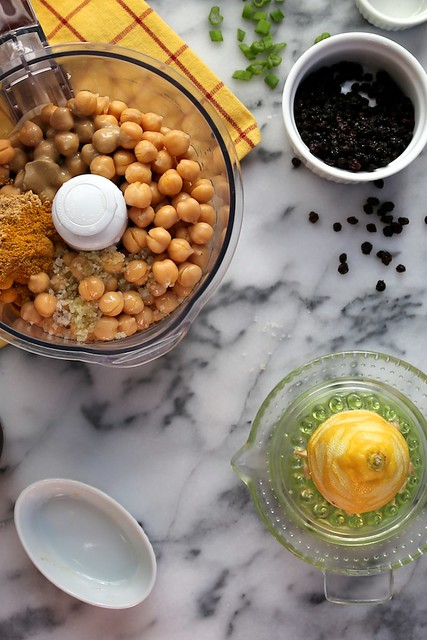 Curried Hummus wuth Currants
