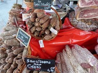 Embutidos en el mercado de Saint-Lary (Francia)