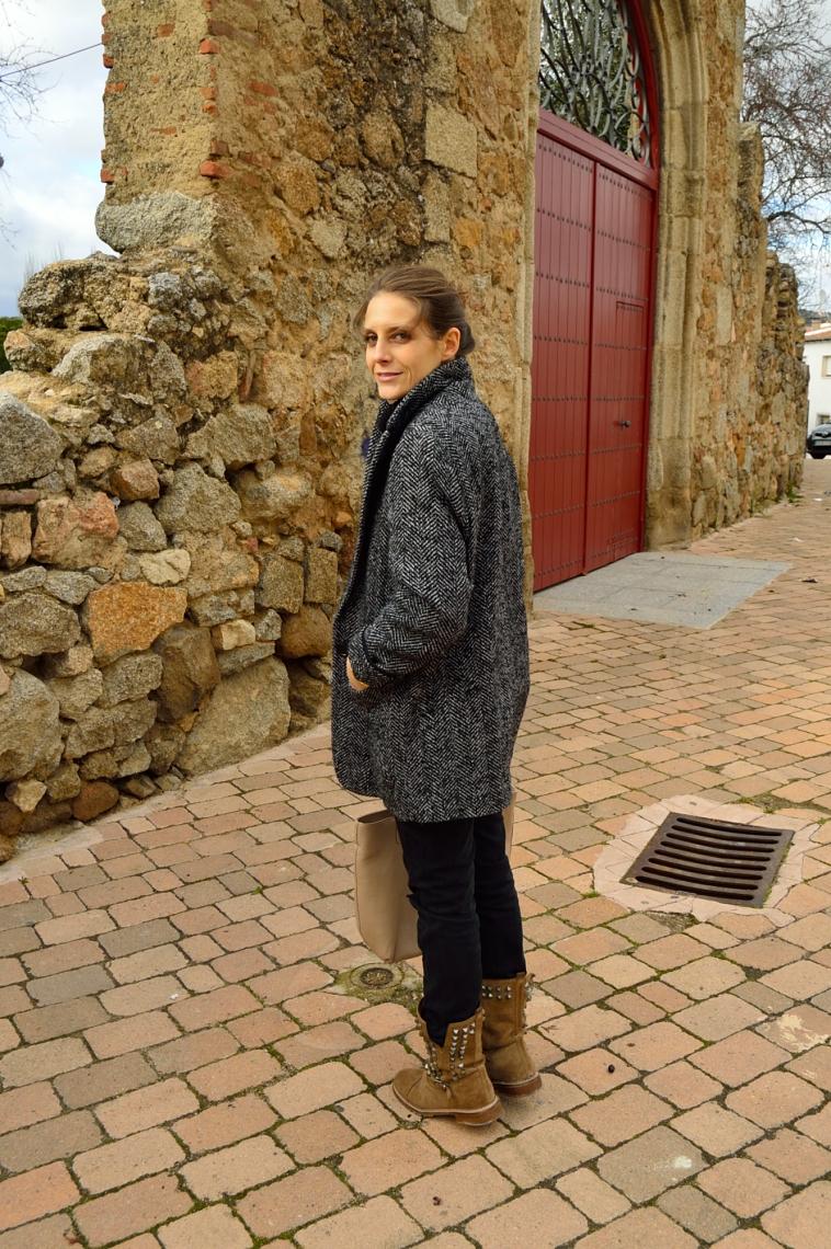 lara-vazquez-madlula-blog-black-look-all-terrain-boots-fashion
