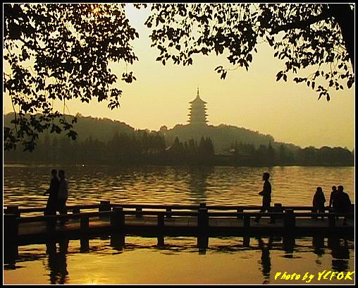 杭州 西湖 (其他景點) - 536 (西湖十景之 柳浪聞鶯 在這裡準備觀看 西湖十景的雷峰夕照 (雷峰塔日落景致)