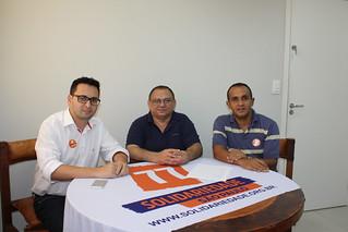 Professor Jonias, pré-candidato a estadual, entre os coordenadores regionais Diogo Telles e Fábio Pereira