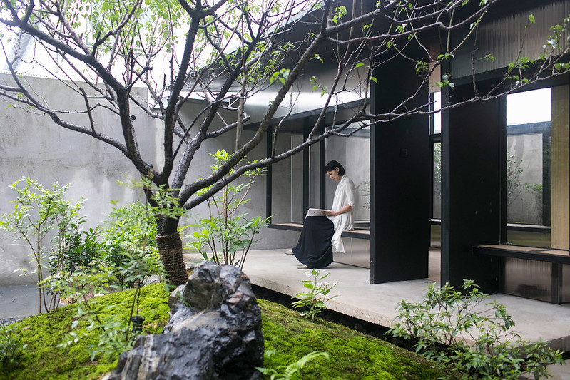 tea-house-in-li-garden-deshaus-atelier-architecture-residential-shanghai-china_dezeen_2364_ss_8