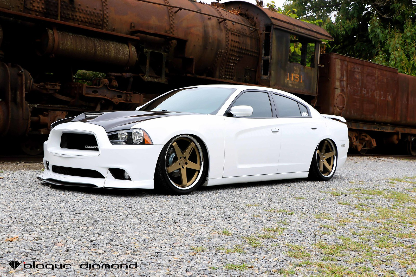 Dodge_Charger_White_BD21_22_inch_Bronze_Chrome_SS_Lip_Staggered-4