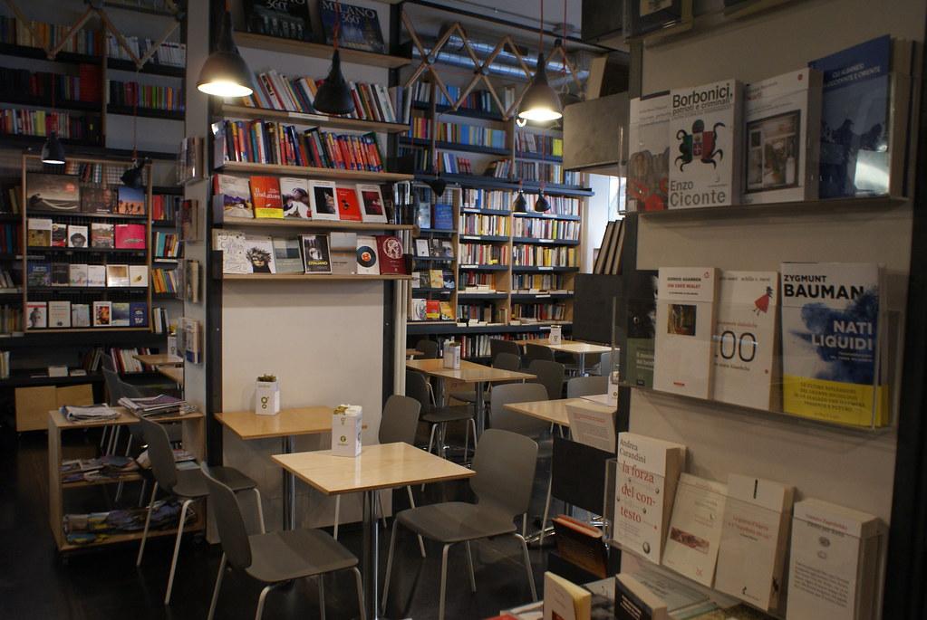 Café librairie à Turin.